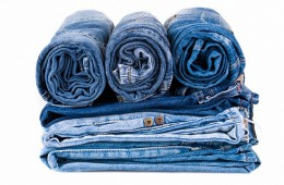 Как нужно стирать джинсы вручную?