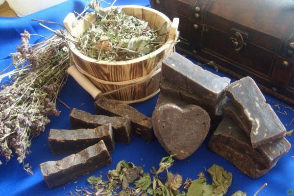 Дегтярное мыло и сухие травы
