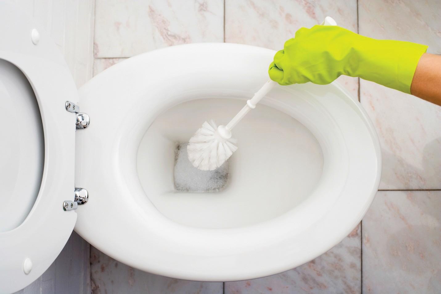 Чем удалить мочевой камень с унитаза в домашних условиях