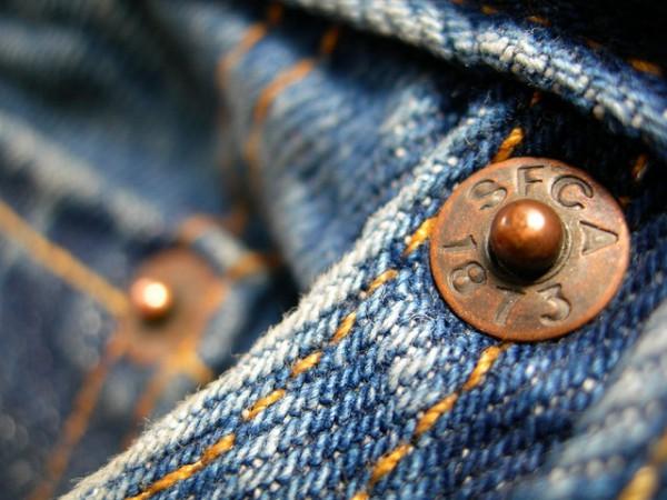 Заклепка на джинсовом изделии