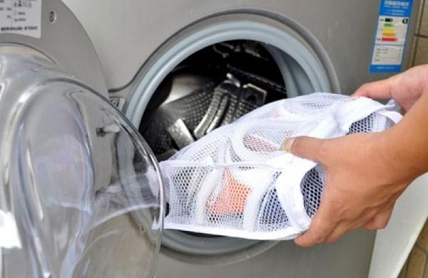 Погружение обуви в стиральную машину
