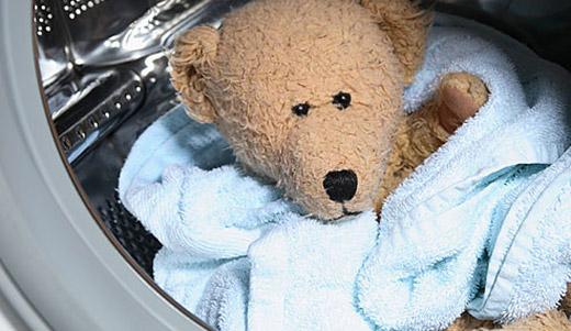 Плюшевый мишка в стиральной машине