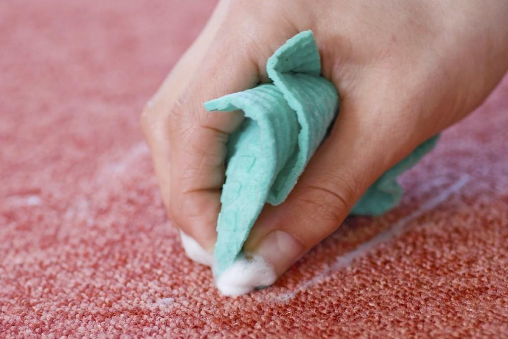 Чем почистить ковер от пятен в домашних условиях сода уксус