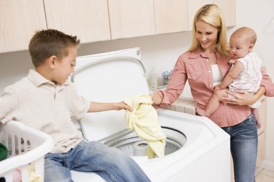 Погружение вещей в стиральную машину