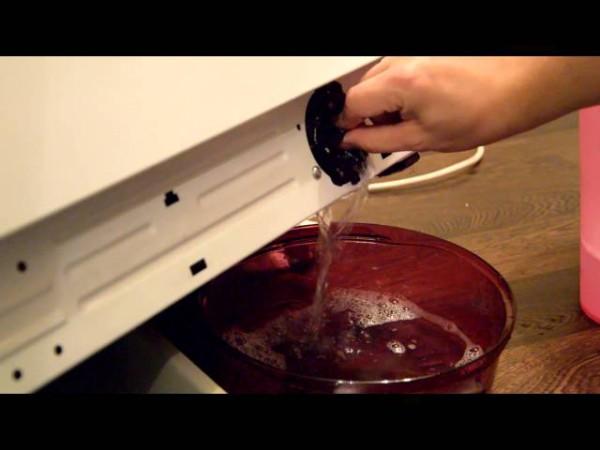 Стекание воды в емкость