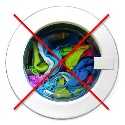 Бак стиральной машины с вещами