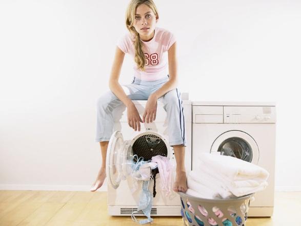 Девушка на стиральной машине