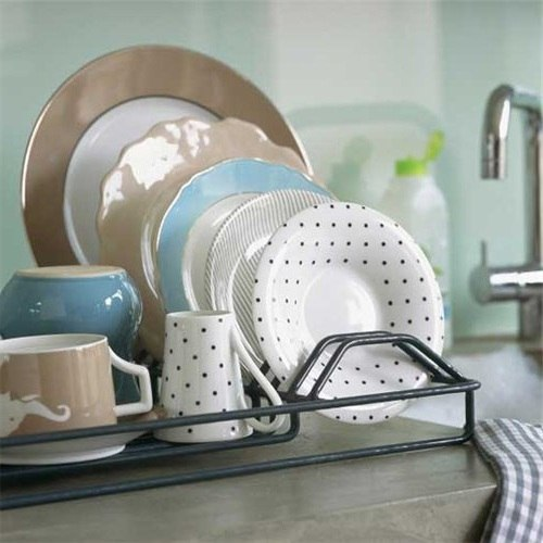Вымытые тарелки