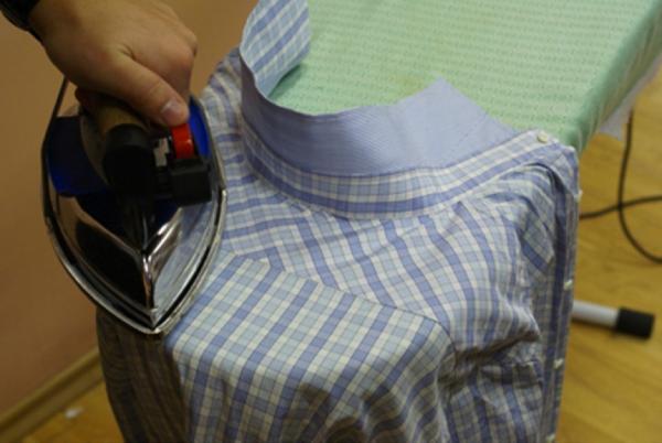 Проглаживание верхней части рубашки