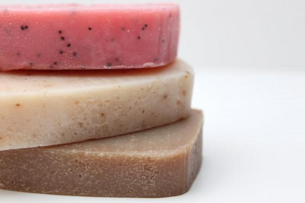 Куски мыла с добавками