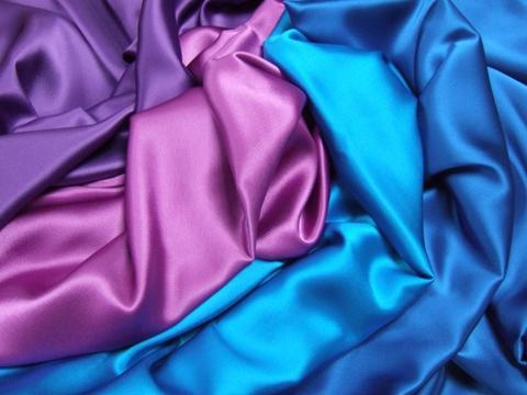 Разноцветные шелковые вещи