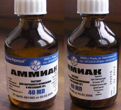 Два бутылька с аммиаком