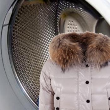 Пуховик и барабан стиральной машины