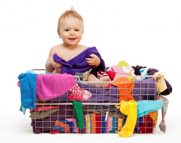 Ребенок в вещах