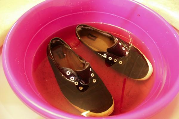 Обувь в тазу