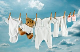 Какое средство выбрать для стирки детского белья?