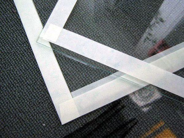 Как оттереть клей от стекла