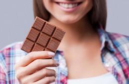 Как вывести пятно от шоколада на одежде?