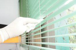 Как почистить жалюзи в домашних условиях?